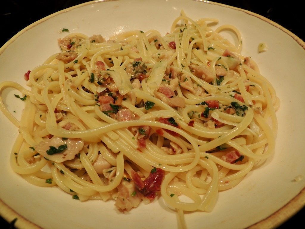 Linguine with White Clam Sauce and Bacon
